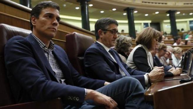 El exsecretario general del PSOE, Pedro Sánchez, en una imagen de archivo antes de abandonar su escaño en el Congreso de los Diputados.
