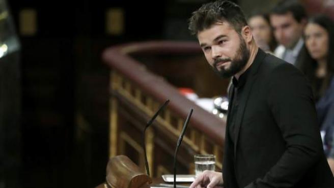 El portavoz adjunto de ERC en el Congreso, Gabriel Rufián durante su intervención en el debate de investidura en el Congreso.