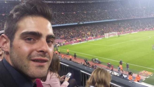 El árbitro homosexual Jesús Tomillero, en el palco del Camp Nou.