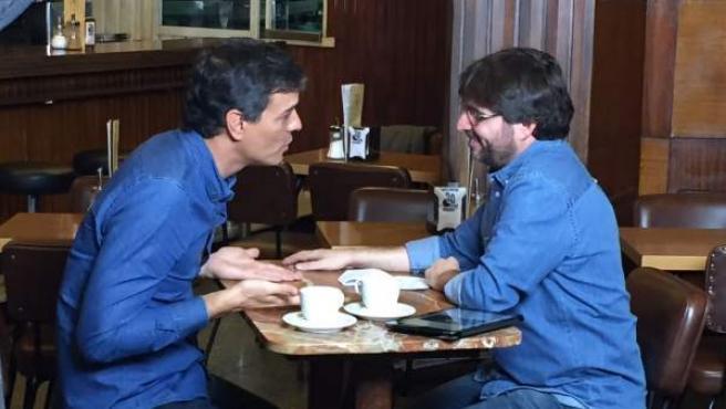 El ex secretario general del PSOE, Pedro Sánchez, conversa con Jordi Évole durante la entrevista para el programa 'Salvados'.