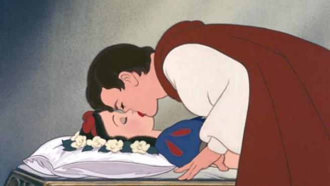 Uno de los besos más castos, pero también uno de los más reproducidos: el de Blancanieves de la factoría Disney.