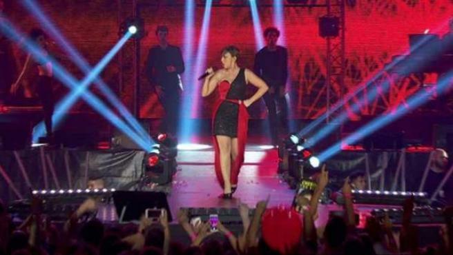 Chenoa canta 'Atrévete' en el concierto de 'OT: El Reencuentro'.