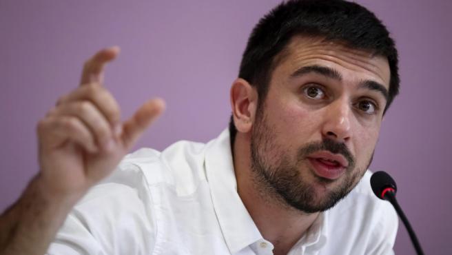 El parlamentario autonómico de Podemos Ramón Espinar, durante la rueda de prensa que ha ofrecido en la sede de su partido en Madrid.