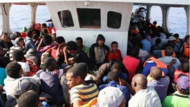 Rescate de inmigrantes por parte de la Guardia Civil.