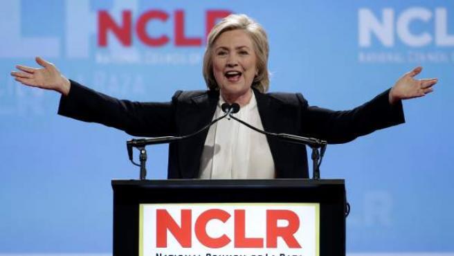 Hillary Clinton durante un acto de campaña en Kansas.