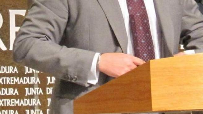 José María Vergeles en una rueda de prensa