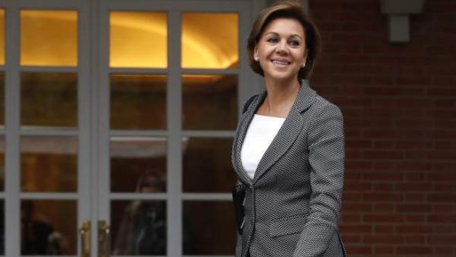 La nueva ministra de Defensa, Maria Dolores de Cospedal, a su llegada al Palacio de la Moncloa.