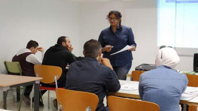 Inmigrantes aprenden español en la UPO