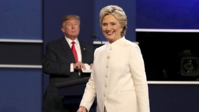 La candidata demócrata, Hillary Clinton, y el candidato republicano, Donald Trump, durante su tercer y último debate antes de las presidenciales del 8 de noviembre.