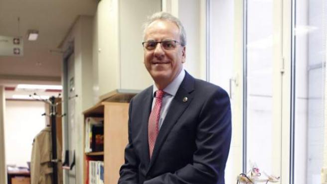 El rector de la Universidad de Extremadura, presidente de la CRUE.