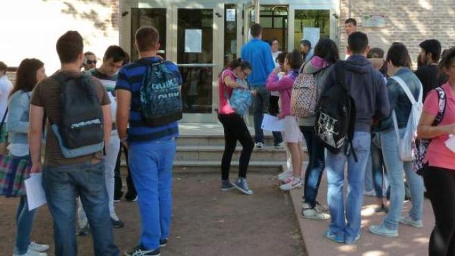 Estudiantes en una universidad, en una imagen de archivo.