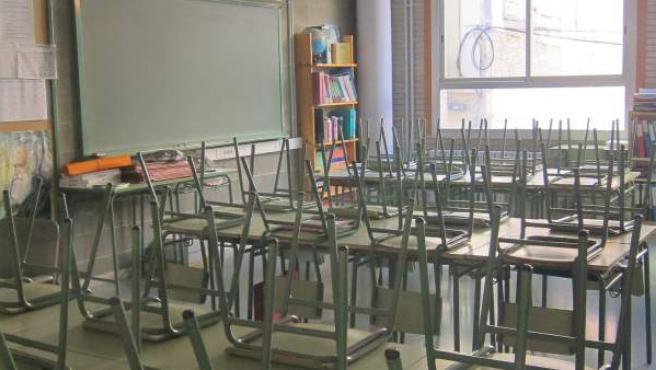 Imagen de un aula escolar vacía.