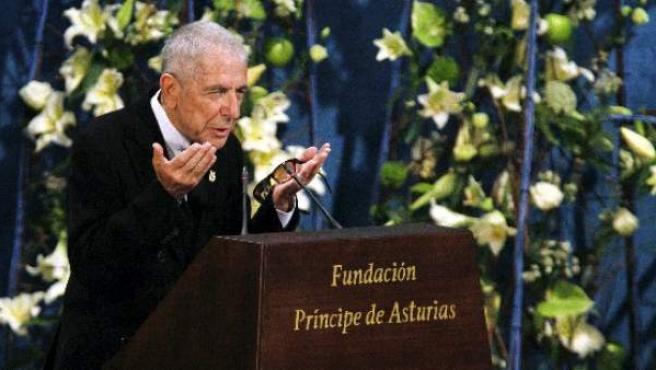 El canadiense Leonard Cohen, en octrubre de 2011, en Oviedo, tras recibir el premio Príncipe de Asturias.