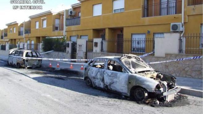 Imagen del vehículo quemado.