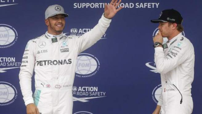 Lewis Hamilton y Nico Rosberg, tras la calificación del GP de Brasil de Fórmula 1.