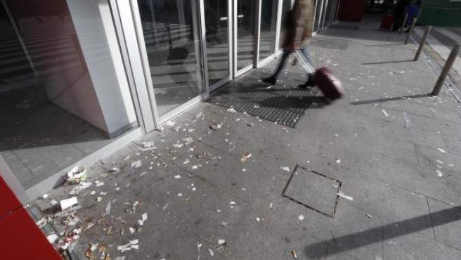 Suciedad en la estación de Chamartín provocada por la huelga indefinida de limpieza.