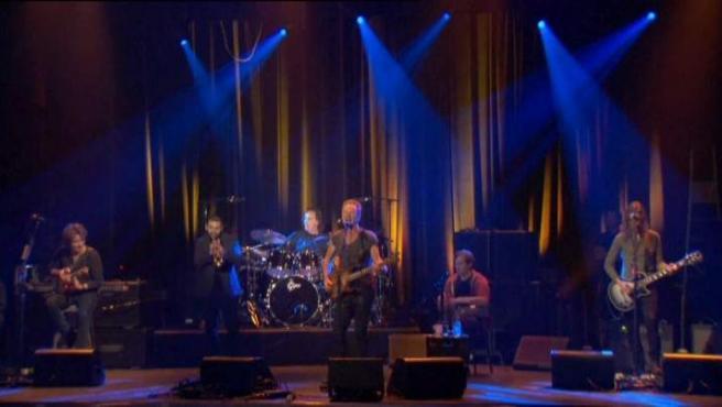 Sting, actuando en la sala Bataclan de París.
