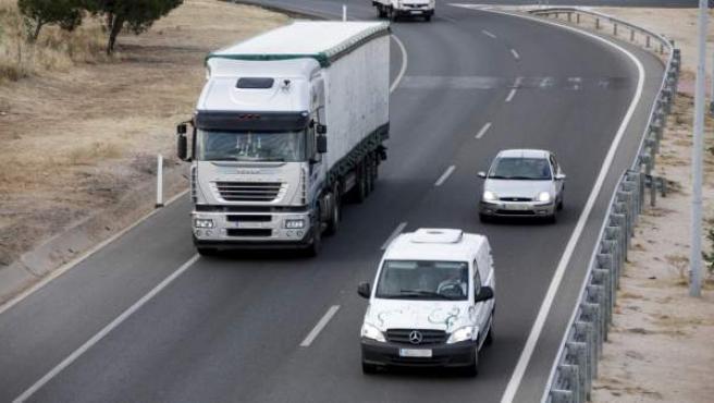 Hay que tener cuidado al adelantar a vehículos de gran tonelaje porque puede desestabilizarnos el viento lateral.