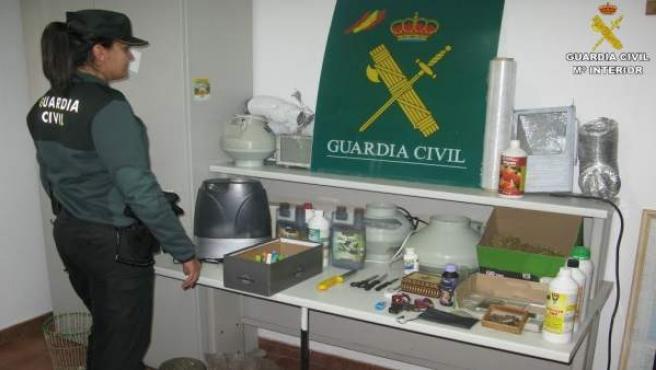Marihuana y clabe robado encontrado en Isla Cristina.