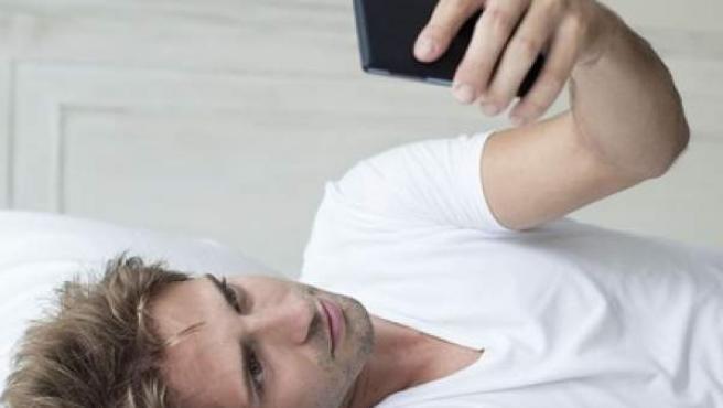 Los expertos desaconsejan apagar repetidas veces la alarma del móvil.