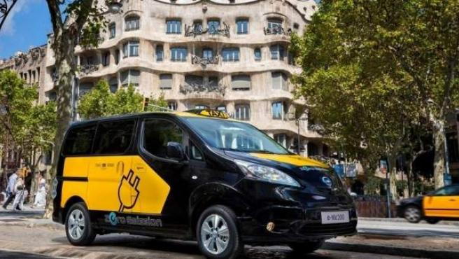 Taxi eléctrico en Barcelona.
