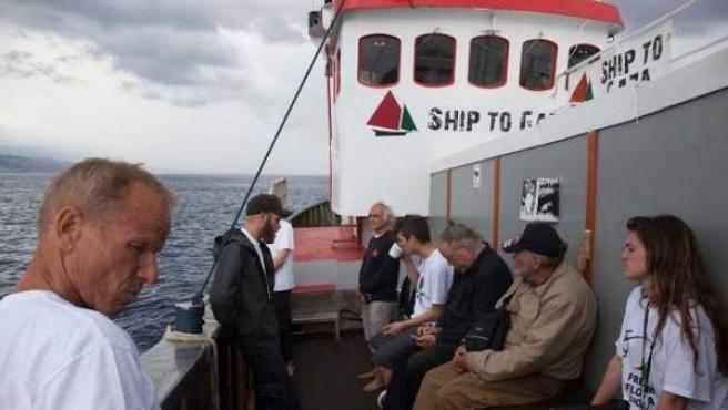 Una imagen de a bordo del Marianne, uno de los barcos de la Flotilla de la Libertad III, con algunos de los activistas embarcados.