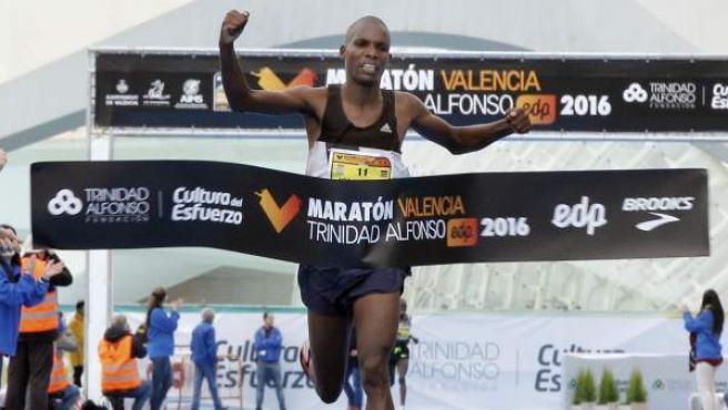 El keniano Victor Kipchirchir se ha impuesto en la 36 edición del Maratón de Valencia-Fundación Trinidad Alfonso.