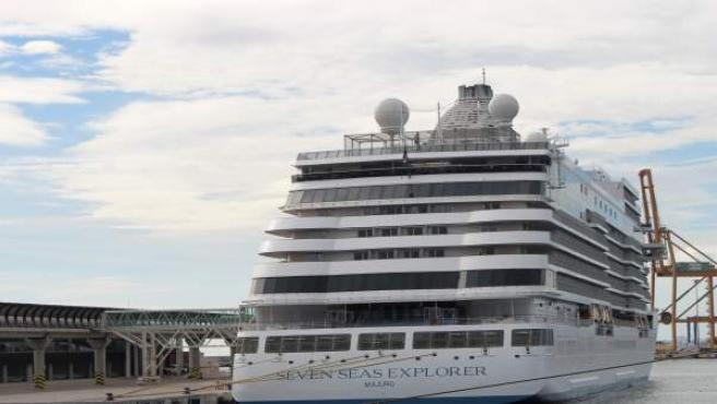 Ndp Primera Escala Buque De Crucero 'Seven Seas Explorer'
