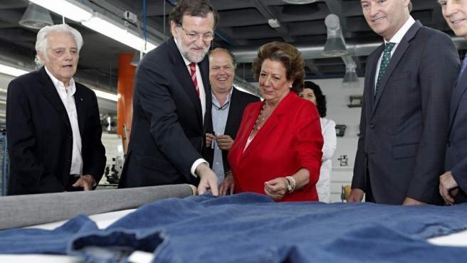 El presidente del Gobierno, Mariano Rajoy, junto a la exalcaldesa de Valencia y senadora del PP, Rita Barberá.