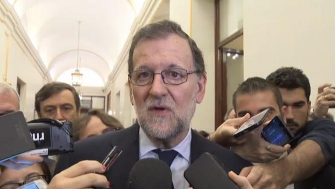 El presidente del Gobierno, Mariano Rajoy, conteniendo las lágrimas, durante su declaración a los medios tras la muerte de Rita Barberá.