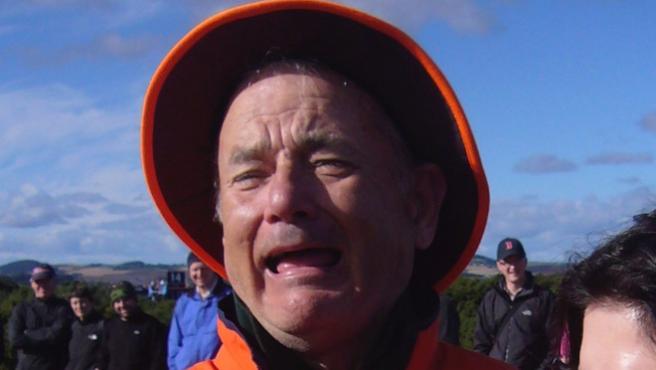Vídeo del día: Tom Hanks recrea la foto donde le confundían con Bill Murray