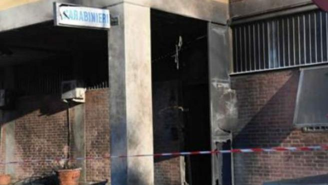 Comisaría de Bolonia atacada.