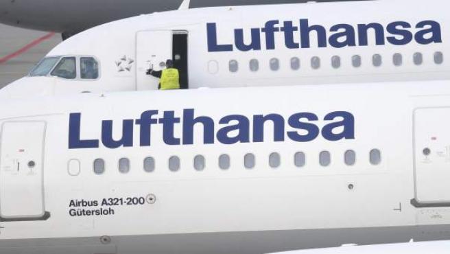 Aviones de Lufthansa aparcados en el aeropuerto de Fráncfort.