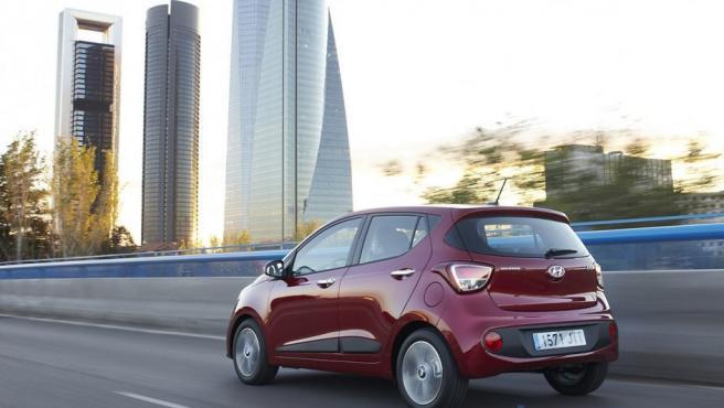Con el motor de 87 CV, el Hyundai i10 funciona con suavidad y agilidad tanto por la ciudad como por sus alrededores.