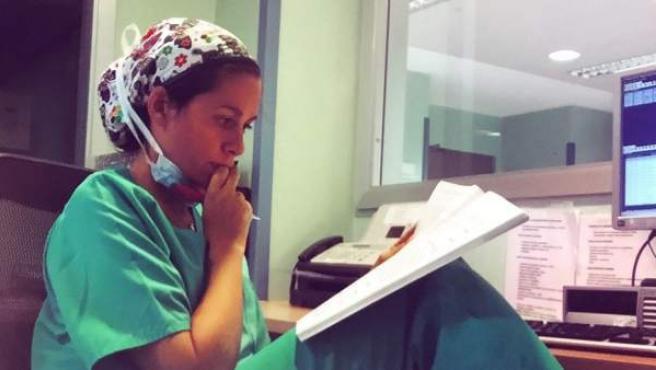 La médico opositora Carmen Truyols en su lugar de trabajo.