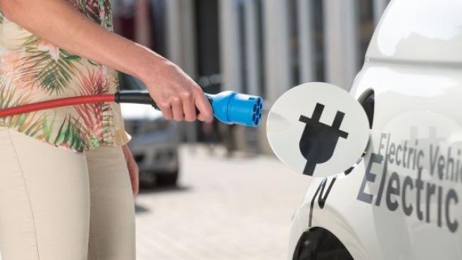 En 2017 va a haber un impulso inicial de 400 estaciones para recarga de vehículos eléctricos repartidas por las autopistas de Europa.