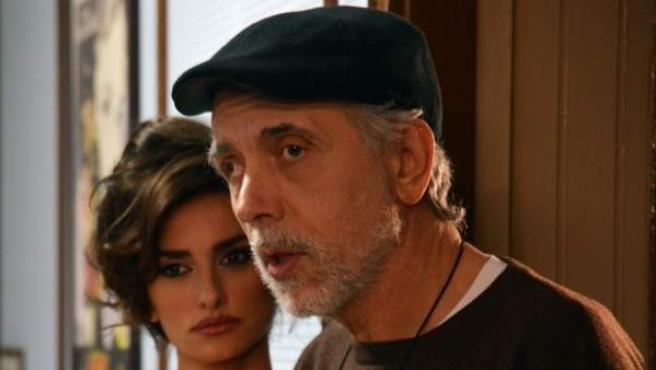Penélope Cruz y Fernando Trueba durante el rodaje de 'La reina de España'.