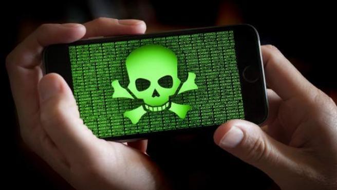 Representación de un teléfono móvil infectado por 'malware'.