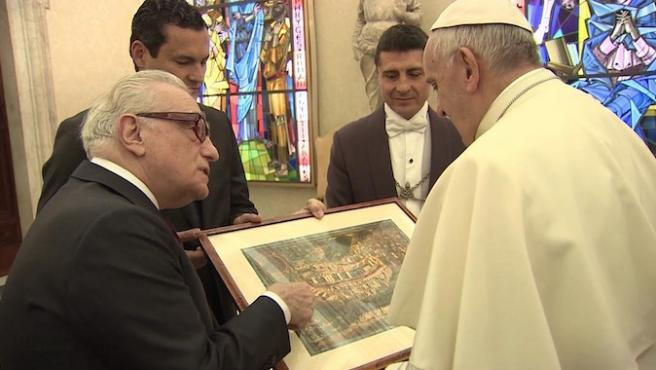 Martin Scorsese le enseña 'Silencio' al papa Francisco