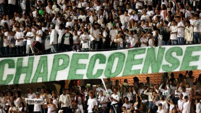 Homenaje al Chapecoense en el estadio Atanasio Girardot de Medellín, el 30 de noviembre de 2016.