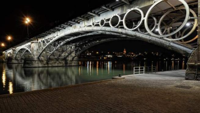 Puente De Triana Nota De Prensa Y Fotografía