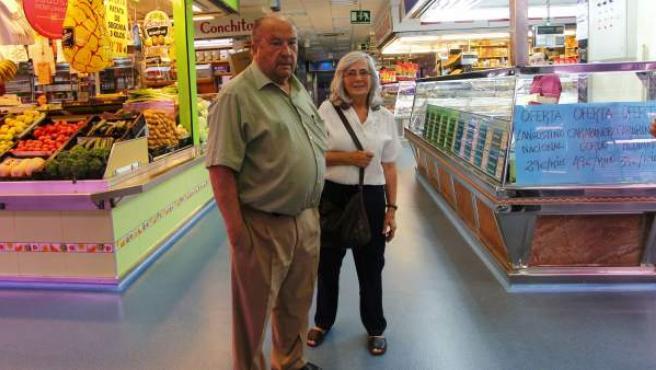 Cristina, de 71 años y Alberto, de 73, matrimonio jubilado en el mercado de San Pascual (MADRID)