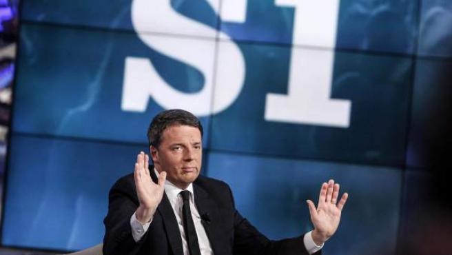 """El primer ministro italiano, Matteo Renzi, participa en el programa """"Porta a porta"""", de la cadena Rai."""