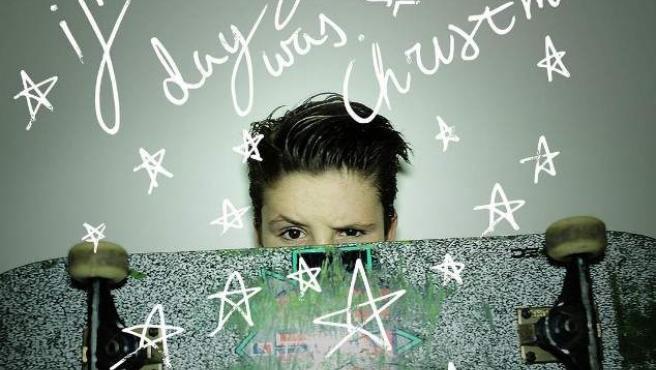 Una imagen de Cruz Beckham para promocionar su primera canción If Everyday Was Christmas.