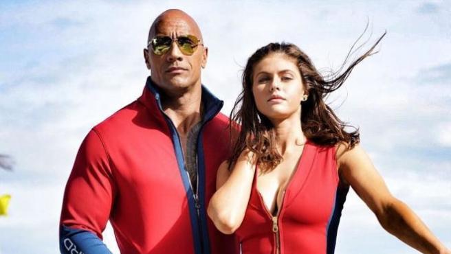 Saca el bañador rojo ¡Ya tenemos trailer de 'Los vigilantes de la playa'!