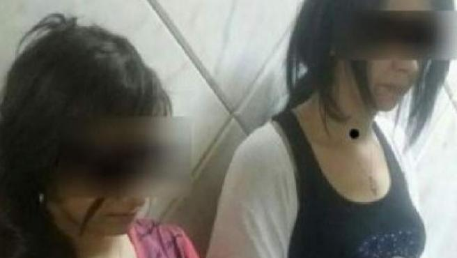 Dos adolescentes lesbianas encarceladas en Marruecos.