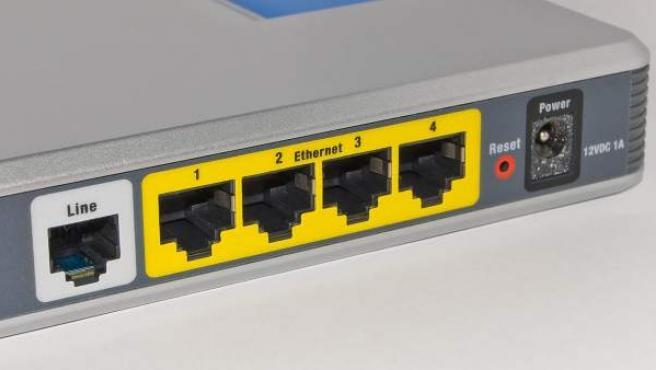 Imagen trasera de un router doméstico.