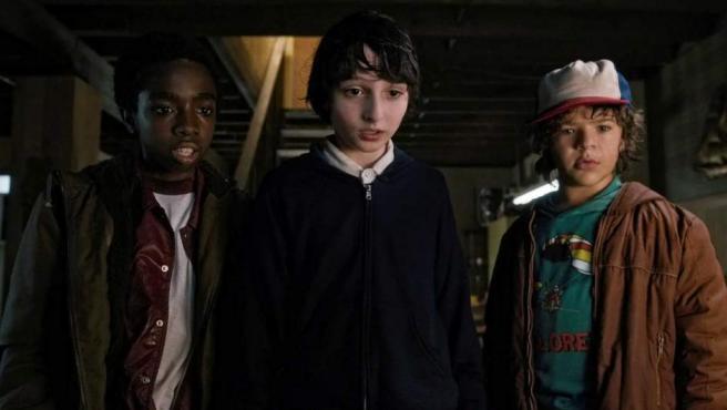 Los protagonistas de 'Stranger Things', que compite en mejor serie dramática.