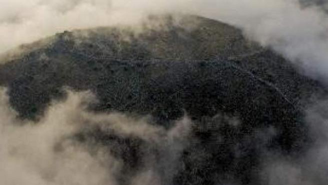Vista de la colina Strongilovoúni en un día con bruma donde, según los arqueólogos suecos, se asentaba la ciudad antigua.