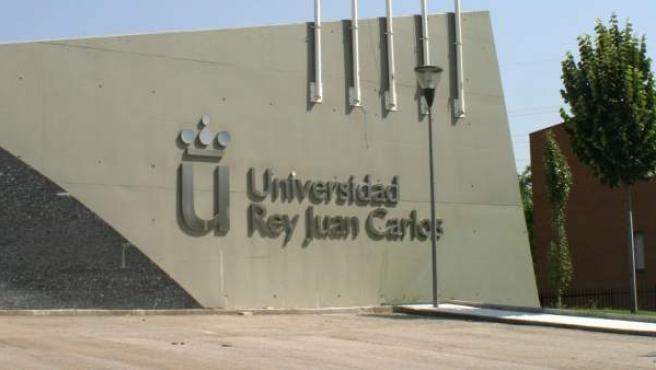 Fachada de una de las facultades de la Universidad Rey Juan Carlos, en Madrid.